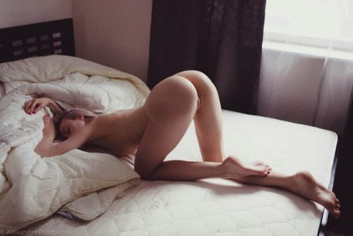 Nice pose of naked girl