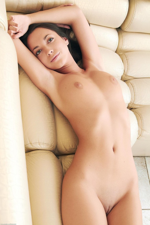 Photo of smiling nude girl