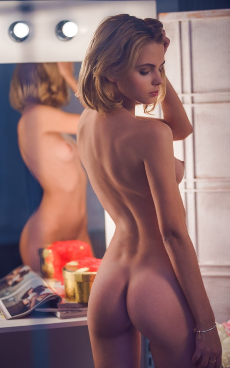 nude  beautiful girl admires himself
