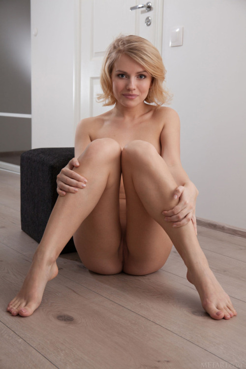 Naked and pleased with her knees bent