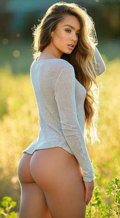 Showing ass on the wheat field