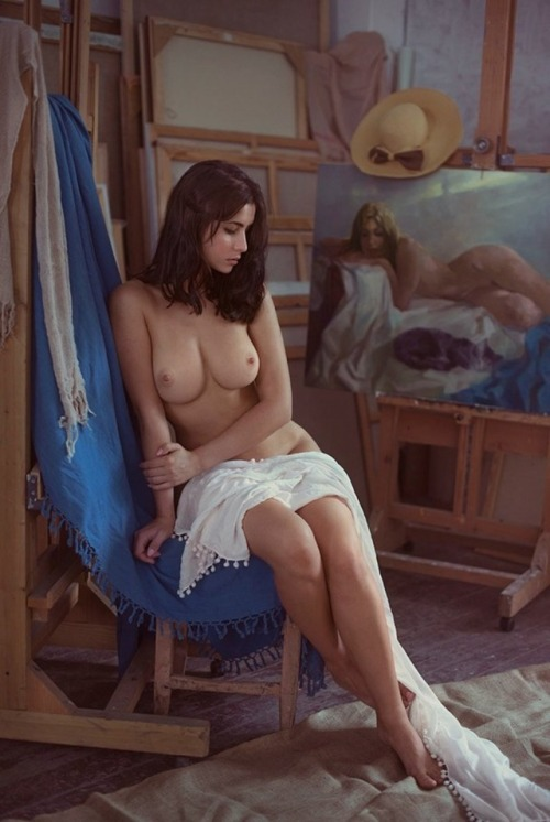 Nude brunette poses for the artist