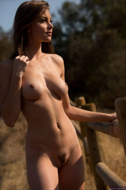 Nude country girl rejoices in a new day
