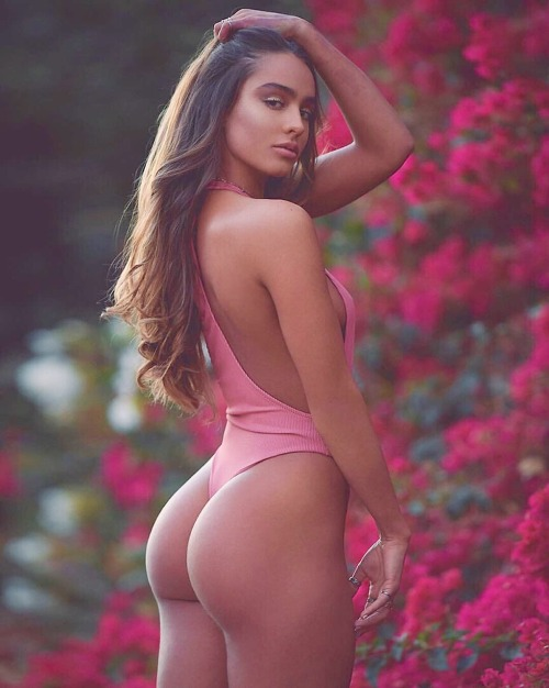 Sexy brunette with the beautiful ass in the garden